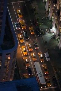 Tráfico en New Yok de noche